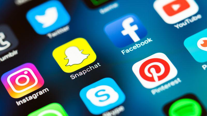 social-media-mobile-icons-snapchat-facebook-instagram-ss-1920-800x450